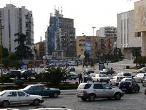 Centar Tirane, vise automobila nego stanovnika