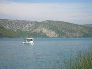 Brodić na Visovačkom jezeru