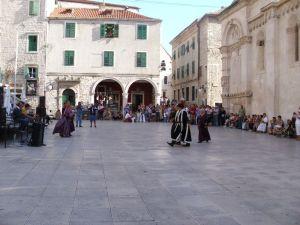 predstava na trgu Republike
