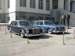 Noge i automobili svrgnutog Shaha
