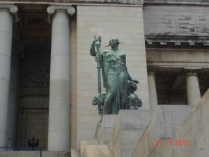 Statua ispred Kapitola